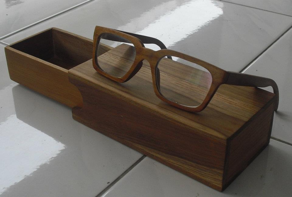 Eyeglass wood frame kacamata kayu perusahaan furniture for Furniture jepara